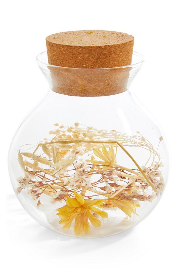 Rundes Terrarium mit Trockenblumen