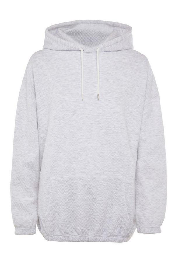Siv pulover s teksturo in kapuco prevelikega kroja