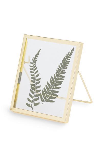 Kleiner Rahmen mit gepressten Blättern zum Aufhängen