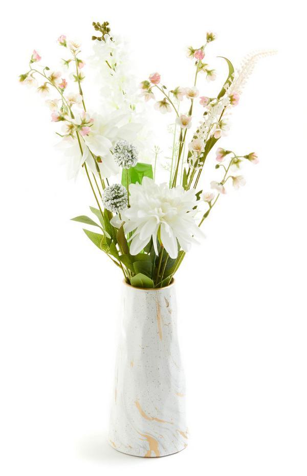 Großes, weiß-rosafarbenes Blumenarrangement in Vase
