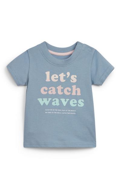 Camiseta surfera azul con texto estampado para bebé niño