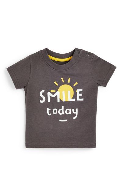 Camiseta gris marengo con texto estampado para bebé niño