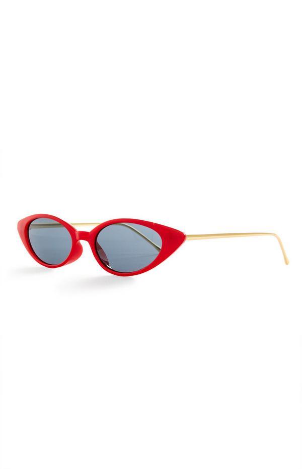 Rdeča sončna očala v obliki mačjih oči s kovinskimi ročkami