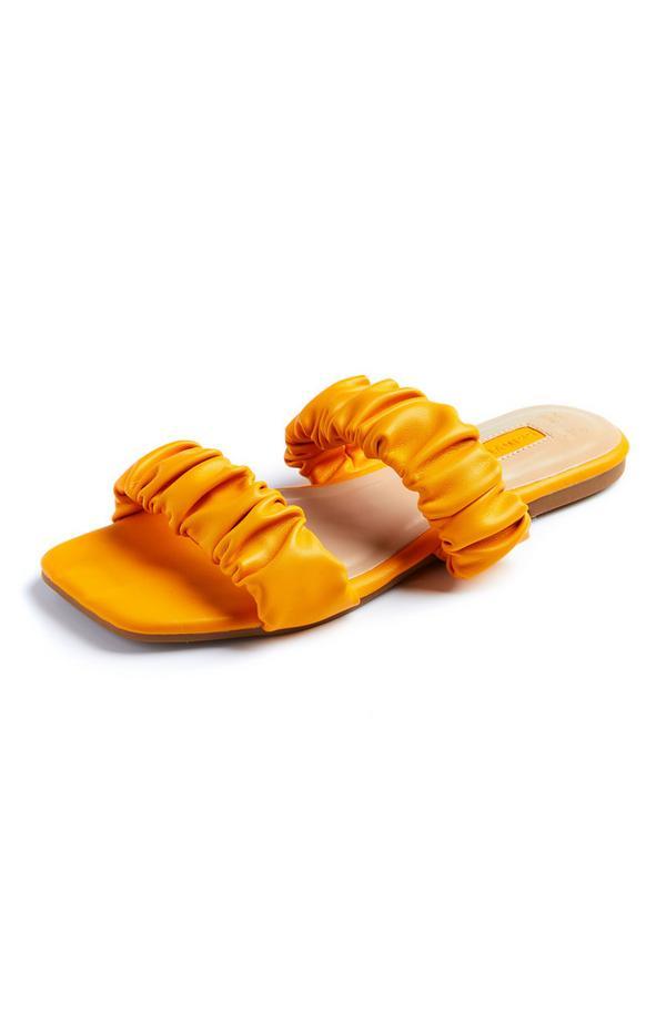 Sandalias naranjas de doble tira fruncida