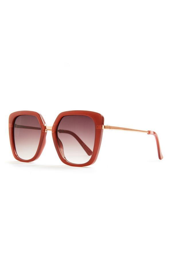 Rdeča prevelika sončna očala s kovinskimi ročkami