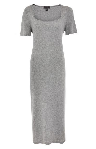 Siva oprijeta srednje dolga obleka z globokim izrezom in polovičnimi rokavi