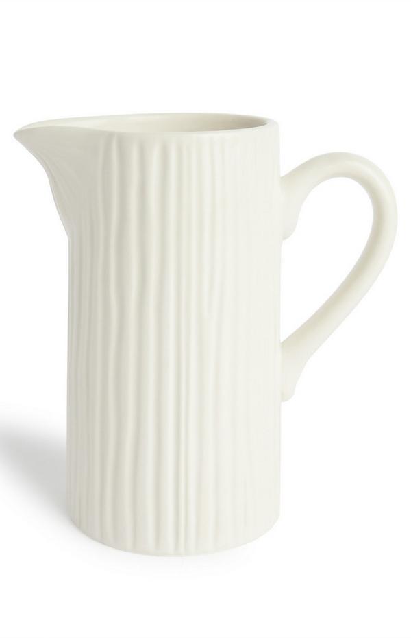 Jarra para leche blanca con textura