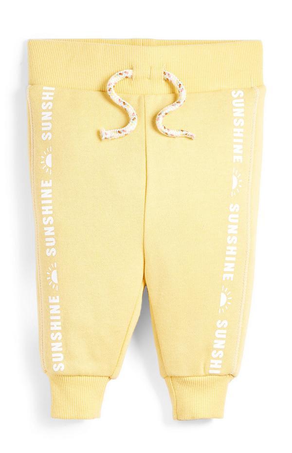Rumene fantovske hlače za prosti čas z napisom Sunshine v črti za dojenčke