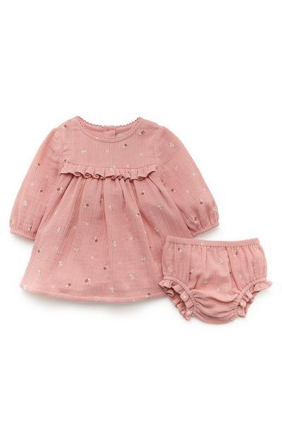 Conjunto vestido/cuecas folhos recém-nascida cor-de-rosa