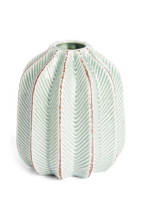 Mintgroene vaas van keramiek met ribbels
