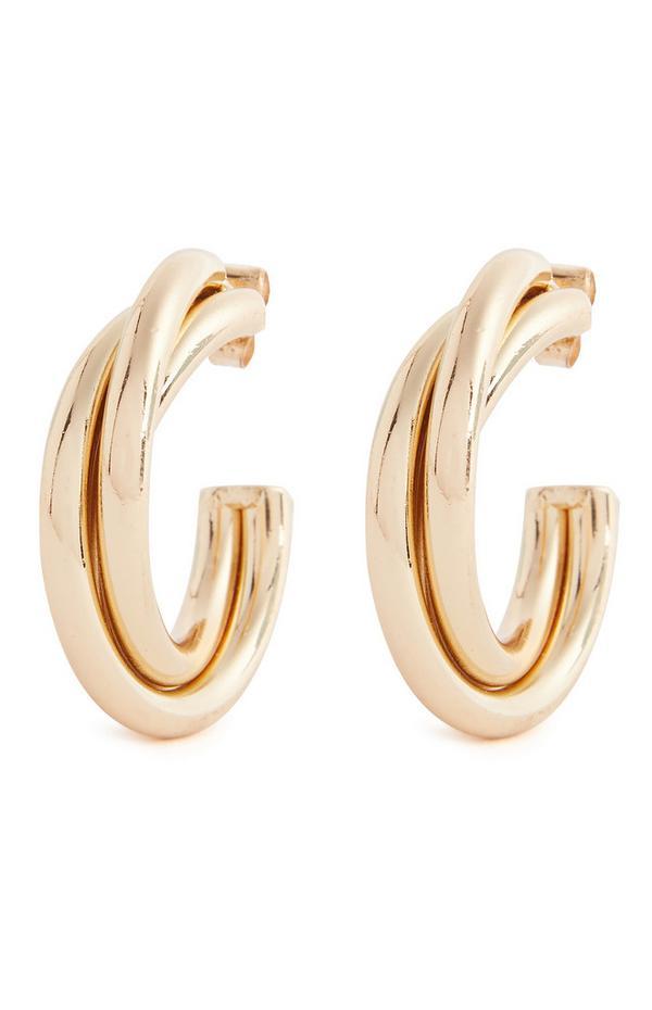 Pendientes gruesos dorados de aro de diseño trenzado y tamaño mediano