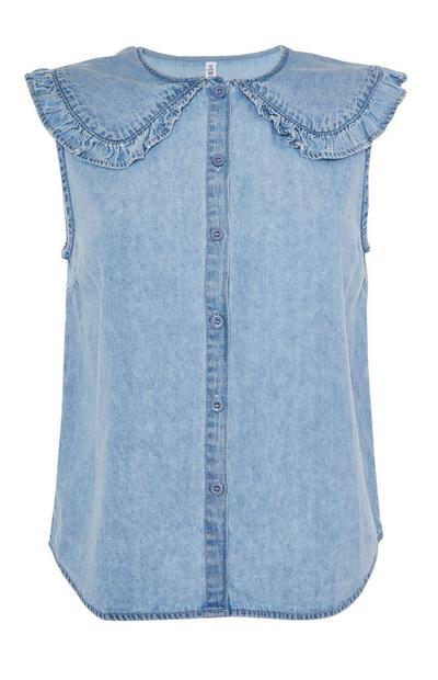 Mouwloze blauwe blouse van spijkerstof met ruches aan de kraag