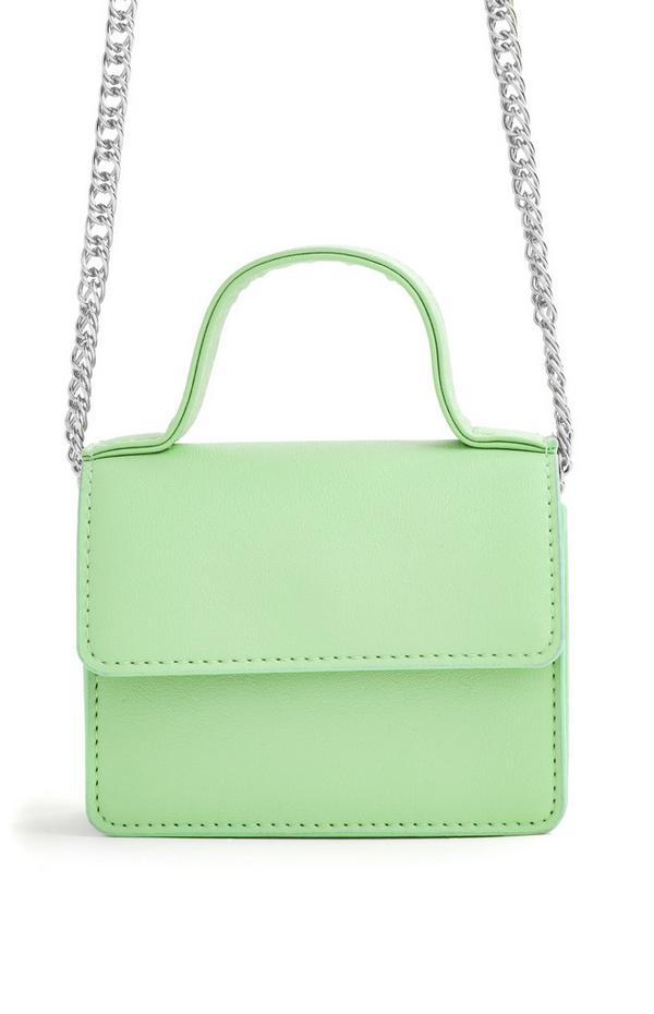 Micro borsa a tracolla verde con catenella argentata e manico