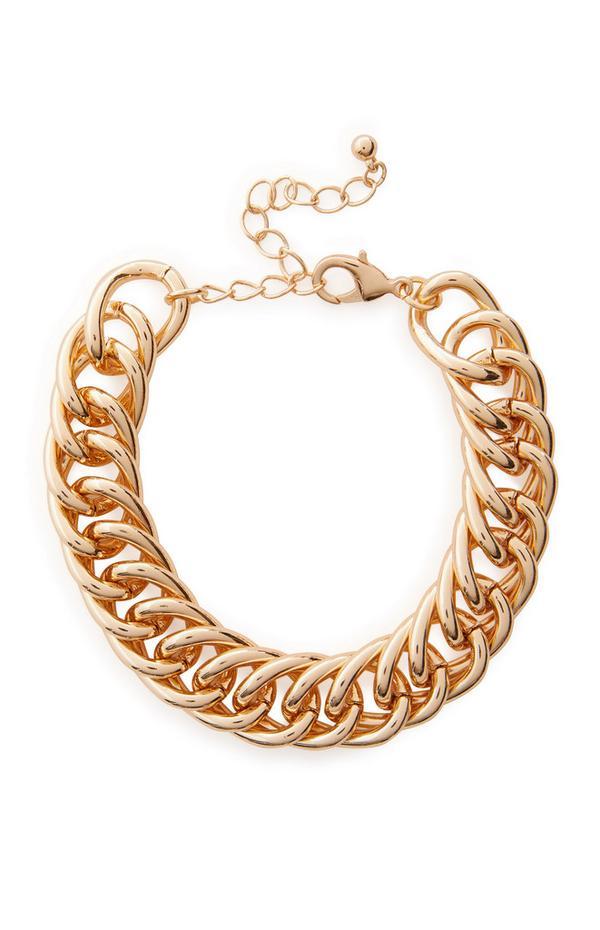 Platte goudkleurige grove gedraaide armband met kettingschakels