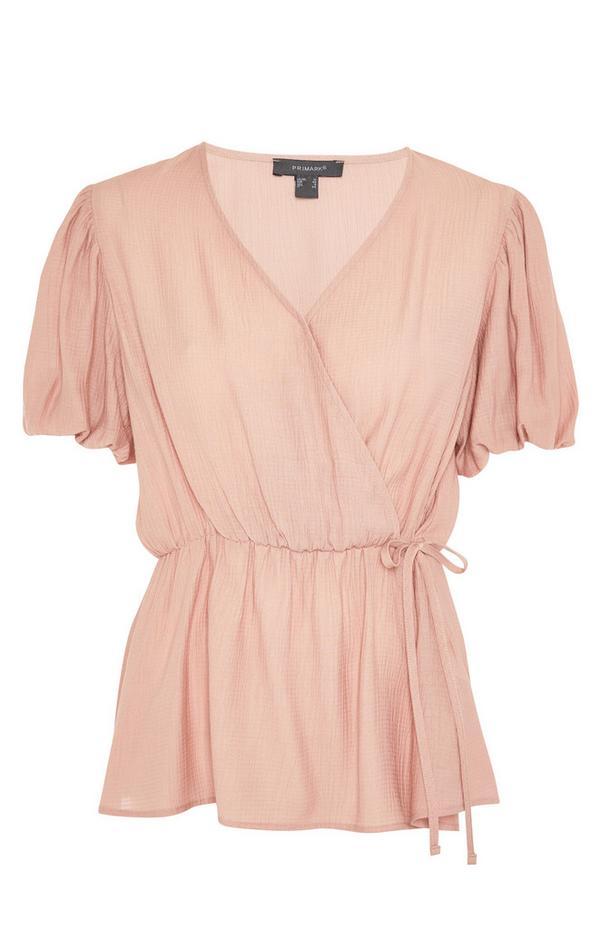 Rožnata plapolajoča ovita bluza z zavezovanjem v pasu