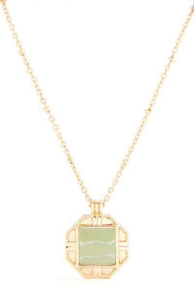 Collier doré avec gros pendentif pierre verte