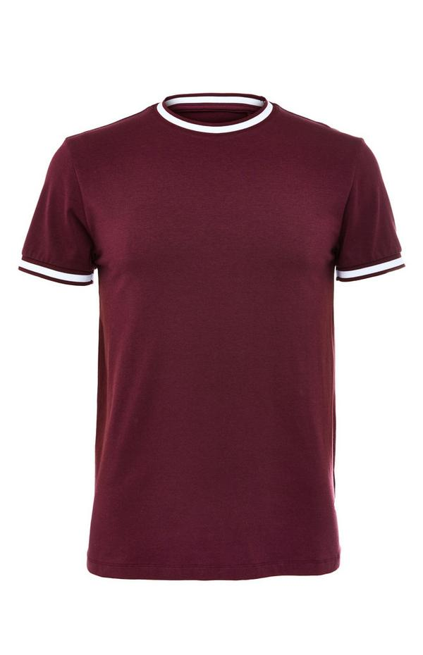 Burgunderrotes, elegantes T-Shirt mit weißen Abschlüssen