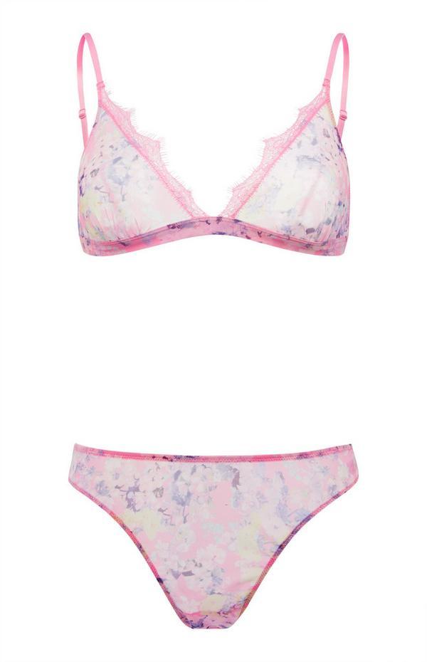 Roze lingeriesetje van kantwerk