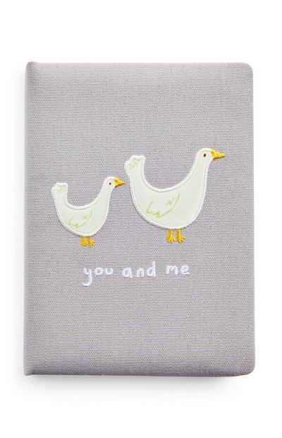 Graues Baby-Tagebuch mit Enten-Motiv