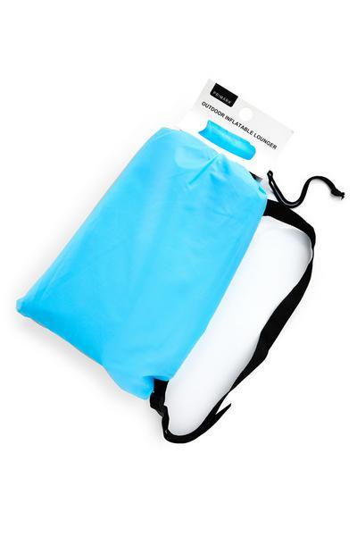 Blauwe loungestoel met tas voor buiten