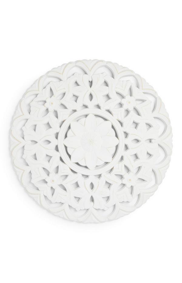 Bel stenski okras s cvetličnim vzorcem