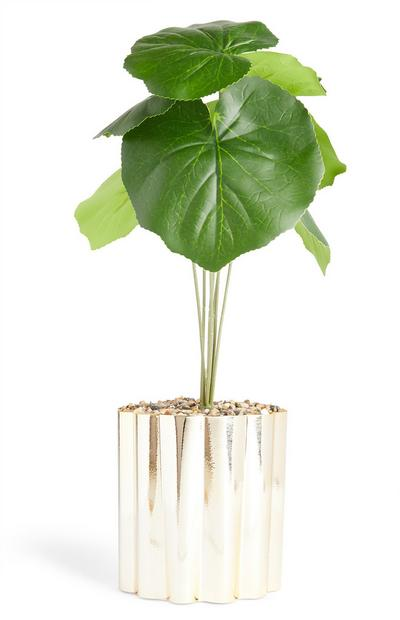 Kunstpflanze mit geriffeltem goldfarbenem Blumentopf