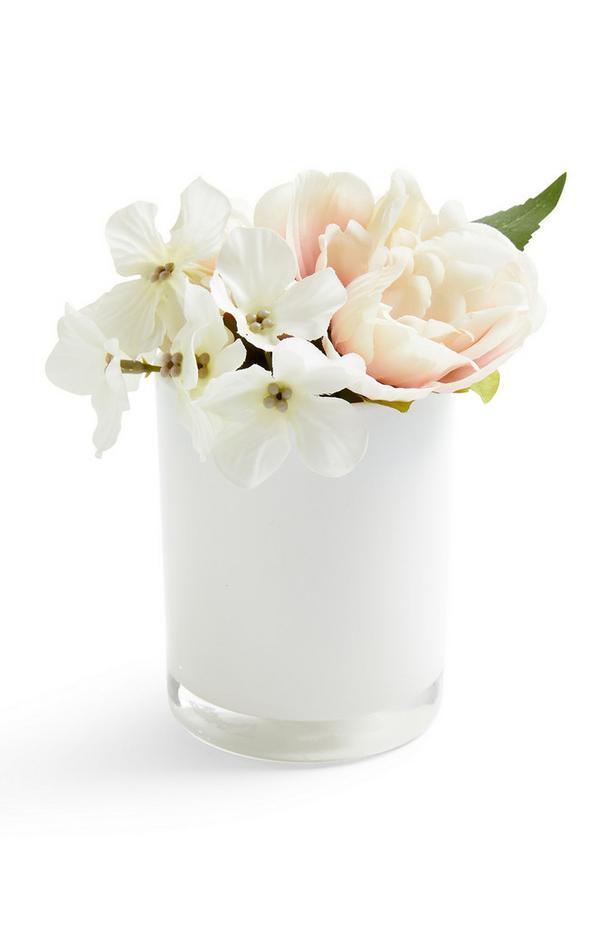 Macetero redondo brillante con flores sintéticas