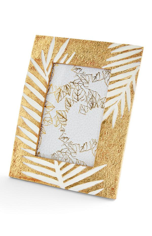 Goldfarbener Bilderrahmen mit geätztem Blattmotiv
