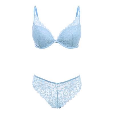 Blauw kanten lingeriesetje met diep uitgesneden beha