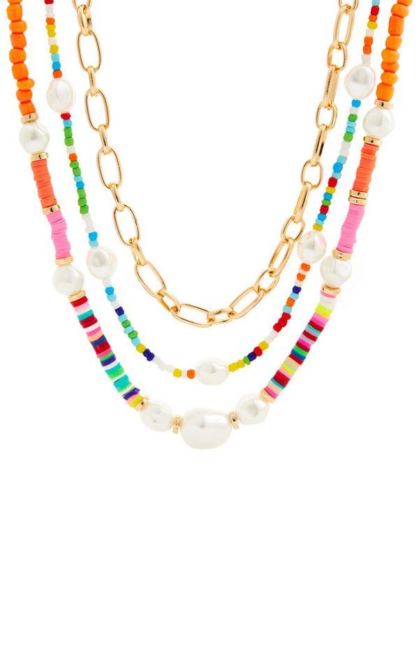 Goldfarbene Halskette mit bunten Zierperlen und Perlen