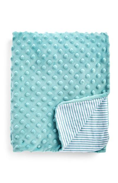 Manta azul con textura tipo burbujas y estampado de rayas