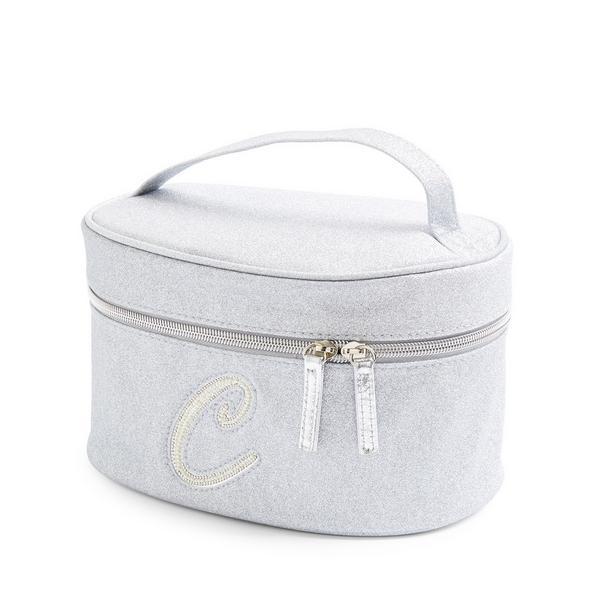 Zilverkleurige beautycase met glitters, letter C met imitatieparels en studs