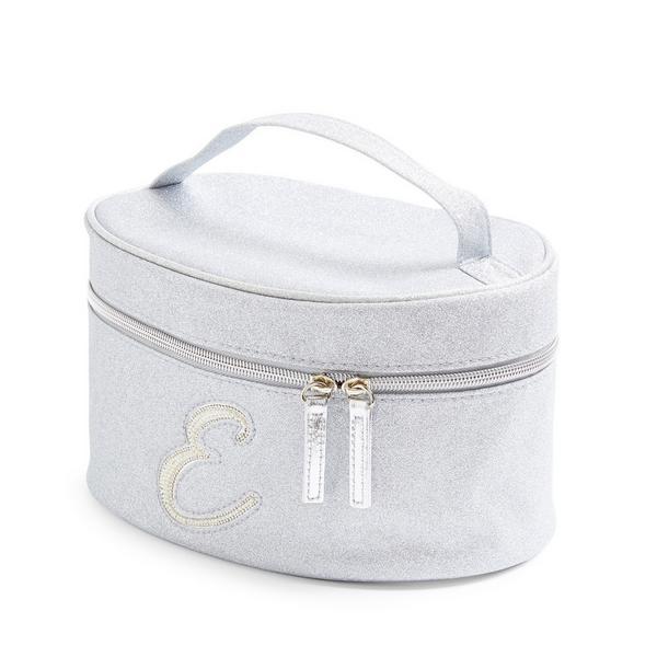 Zilverkleurige beautycase met glitters, letter E met imitatieparels en studs