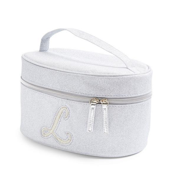 Zilverkleurige beautycase met glitters, letter L met imitatieparels en studs