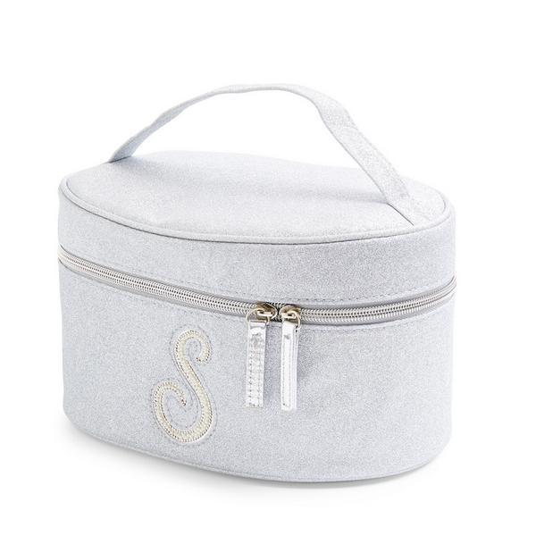 Zilverkleurige beautycase met glitters, letter S met imitatieparels en studs