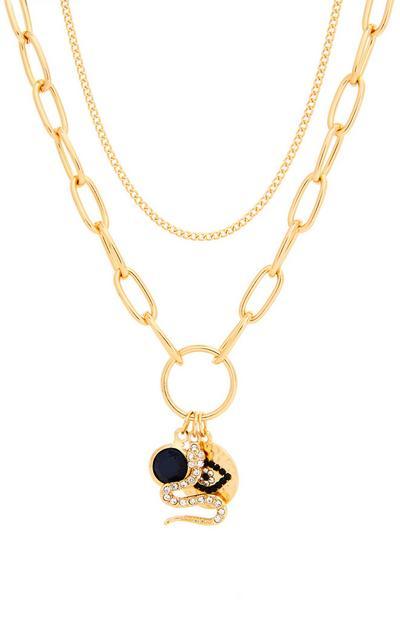 Goldfarbene Halskette mit eklektischen Anhängern