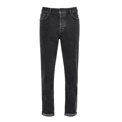 Jean noir fuselé et décontracté en jean
