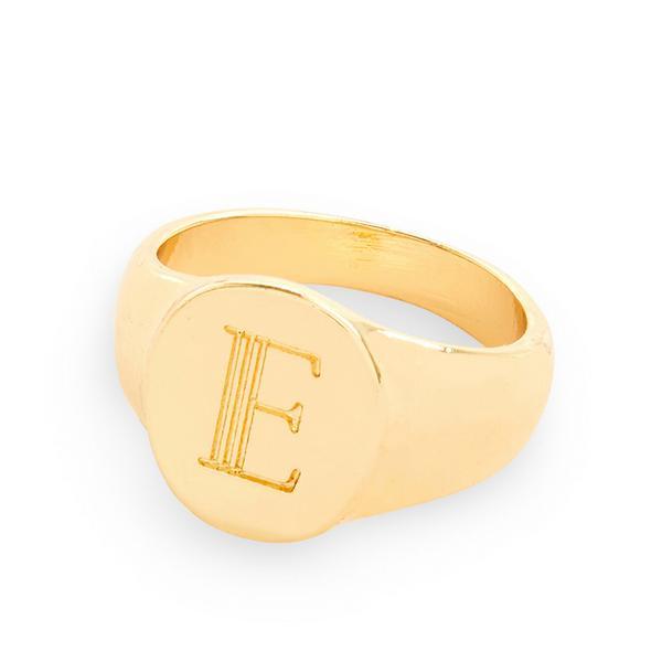Goudkleurige gladde ring met letter E