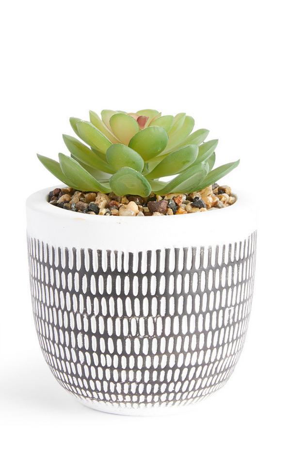 Kunstpflanze im weißen geätzten Beton-Blumentopf