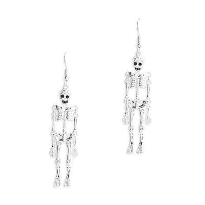 Zilverkleurige lange halloweenoorbellen met skelet