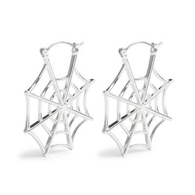 Zilverkleurige halloweenoorringen met spinnenweb