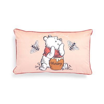 """Rosafarbenes """"Winnie The Pooh Cares"""" längliches Kissen aus Samt"""