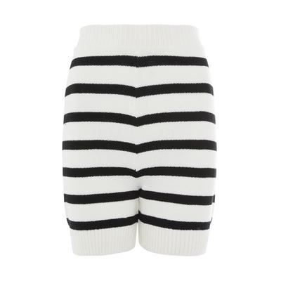 Pantalón corto de punto blanco y negro a rayas
